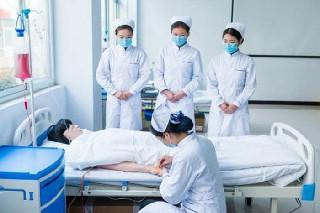 成都都江堰卫校谈谈护理的专业特征