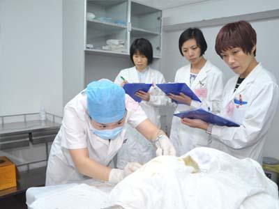 女生学什么医学专业好-临床医学手术观摩